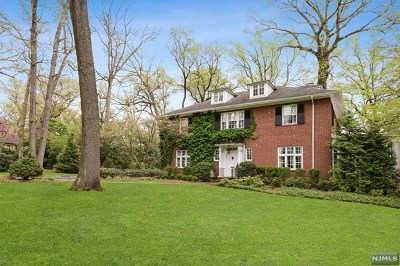Essex County Single Family Home For Sale: 85 Rensselaer Road