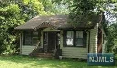 West Milford Single Family Home For Sale: 30 Madelyn Avenue