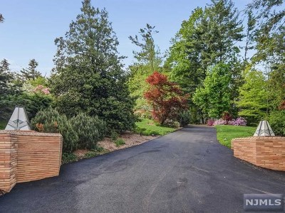 Essex County Single Family Home For Sale: 15-19 Tower Drive