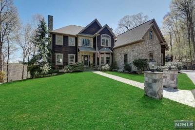 Morris County Single Family Home For Sale: 11 Falcon Run
