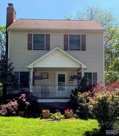 Midland Park Single Family Home For Sale: 222 Paterson Avenue