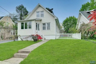 River Edge Single Family Home For Sale: 12 Lakeview Street