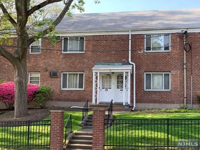 Bergenfield Condo/Townhouse For Sale: 155 East Clinton Avenue #3a