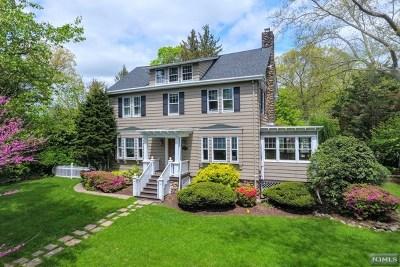 Ridgewood Single Family Home For Sale: 385 Godwin Avenue