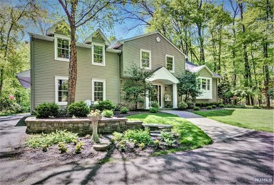 Mahwah Single Family Home For Sale: 803 Wyckoff Avenue