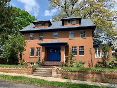 Cliffside Park Single Family Home For Sale: 445 Cecelia Avenue