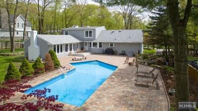 Upper Saddle River Single Family Home For Sale: 43 Oak Drive