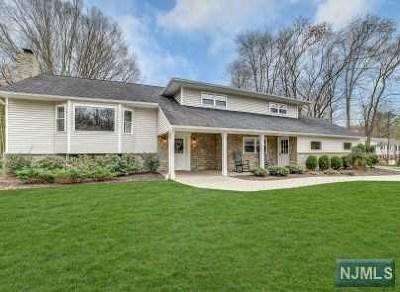 Mahwah Single Family Home For Sale: 86 Deerfield Terrace