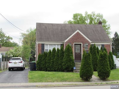 Saddle Brook Single Family Home For Sale: 66 Pehle Avenue