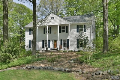 Upper Saddle River Single Family Home For Sale: 6 Knollwood Road