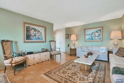 Fort Lee Condo/Townhouse For Sale: 2150 Center Avenue #7b