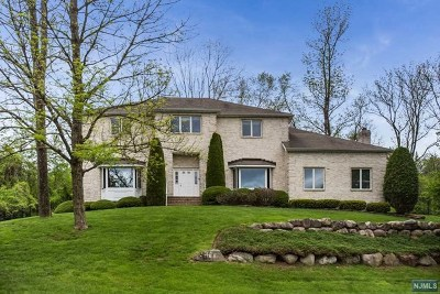 Morris County Single Family Home For Sale: 23 Sherbrooke Drive