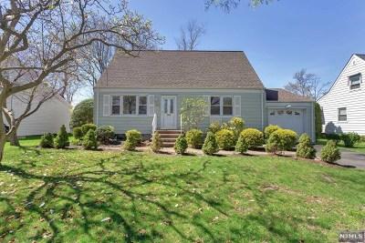 Teaneck Single Family Home For Sale: 632 Glenwood Avenue