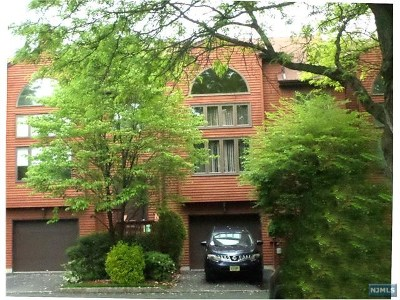 Saddle Brook Condo/Townhouse For Sale: 3 Sherry Lane