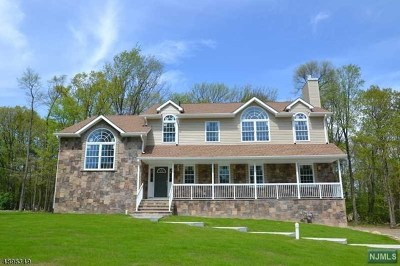 West Milford Single Family Home For Sale: 1 Eagles Nest Trace