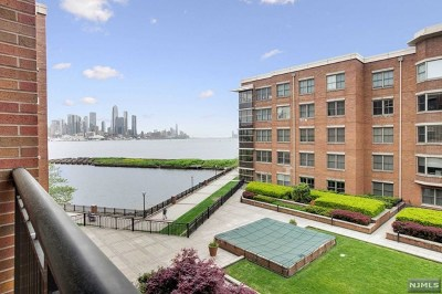 West New York Condo/Townhouse For Sale: 22 Ave At Port Imperial #307