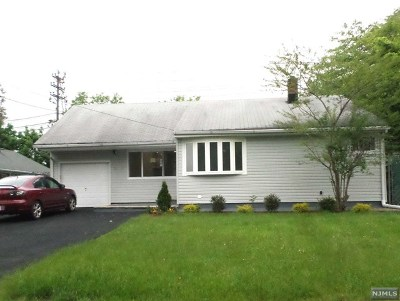 Fair Lawn Single Family Home For Sale: 16-44 Eberlin Drive