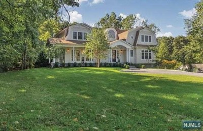 Upper Saddle River Single Family Home For Sale: 76 Dimmig Road