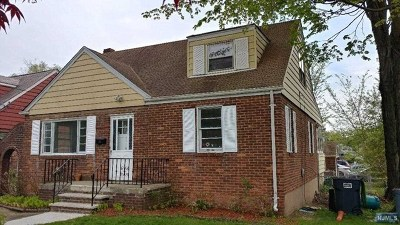 Bergenfield Single Family Home For Sale: 226 New Bridge Road