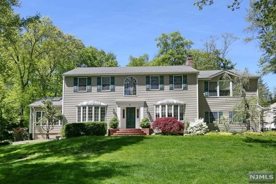 Woodcliff Lake Single Family Home For Sale: 4 Greenway Court