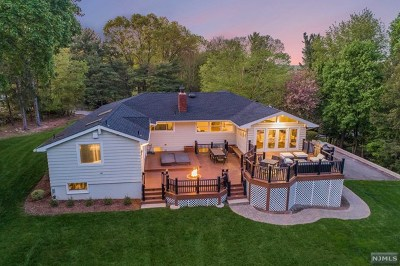 Upper Saddle River Single Family Home For Sale: 6 Wideview Drive