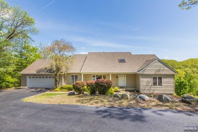 Morris County Single Family Home For Sale: 51 Chilhowie Drive
