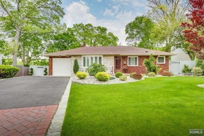Englewood Single Family Home For Sale: 547 Overlook Place