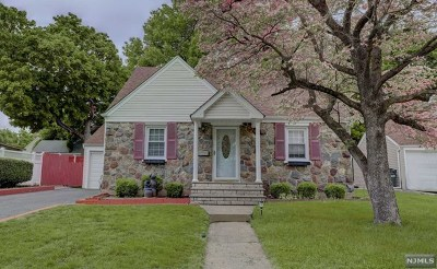 Fair Lawn Single Family Home For Sale: 35-07 Van Duren Avenue