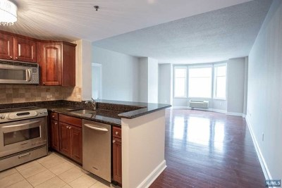 Edgewater Condo/Townhouse For Sale: 5203 City Place