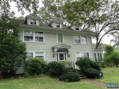 Ridgewood Single Family Home For Sale: 203 Sunset Avenue