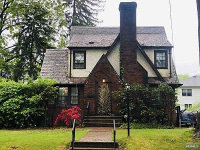 Teaneck Single Family Home For Sale: 368 Briarcliff Road