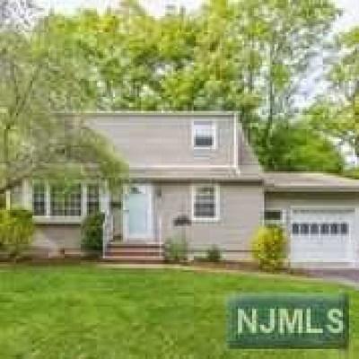 Waldwick Single Family Home For Sale: 27 Lyon Road