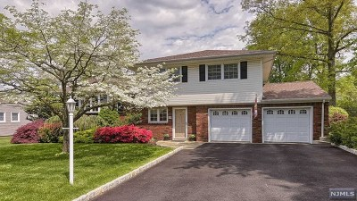 Wayne Single Family Home For Sale: 11 Stanford Place