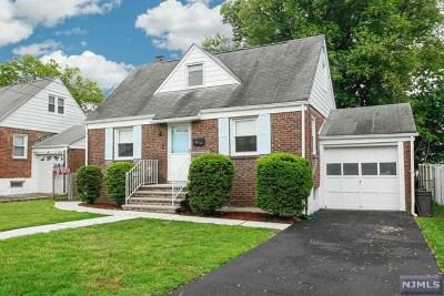 Elmwood Park Single Family Home For Sale: 142 Hillman Drive