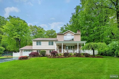 Waldwick Single Family Home For Sale: 45 Hickory Lane