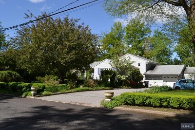 Bergenfield Single Family Home For Sale: 69 Mackay Drive