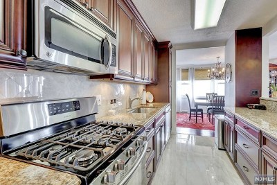 Fort Lee Condo/Townhouse For Sale: 555 North Avenue #17s