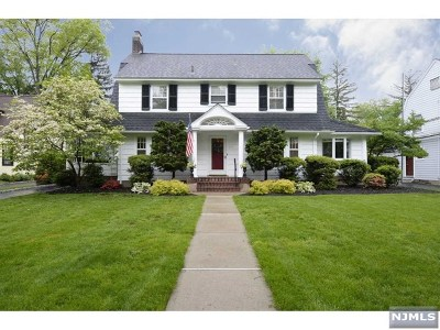 Ridgewood Single Family Home For Sale: 441 Fairway Road