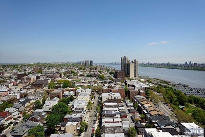 West New York Condo/Townhouse For Sale: 6040 Boulevard East #26a