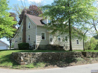 Wayne Single Family Home For Sale: 438 Fairfield Road