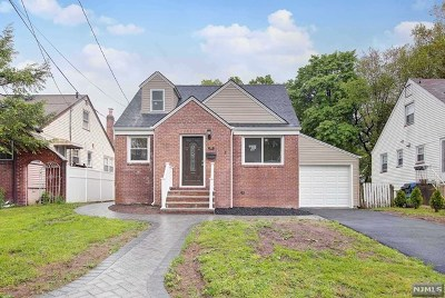 Englewood Single Family Home For Sale: 33 Highwood Avenue