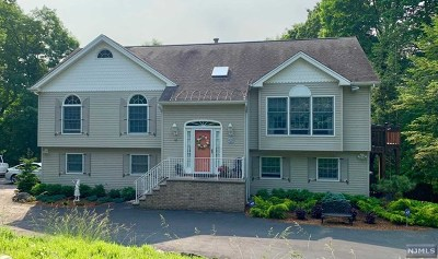 Passaic County Single Family Home For Sale: 18 Cherrywood Drive