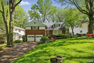 Teaneck Single Family Home For Sale: 653 Thames Boulevard