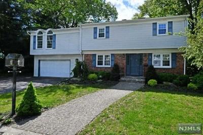 Waldwick Single Family Home For Sale: 8 Yvonne Street