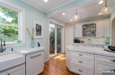 Hudson County Single Family Home For Sale: 2310 Palisade Avenue