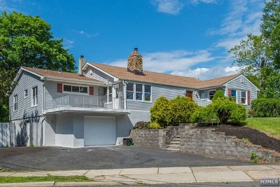 Passaic County Single Family Home For Sale: 37 Hanover Place