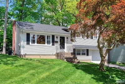 Waldwick Single Family Home For Sale: 21 Schuler Avenue