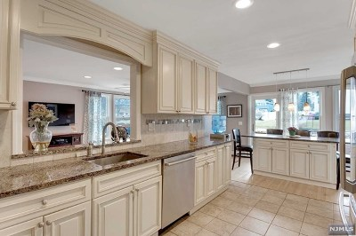 Passaic County Single Family Home For Sale: 386 Ratzer Road