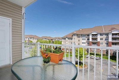 Wanaque Condo/Townhouse For Sale: 7316 Warrens Way