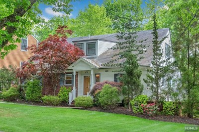 Teaneck Single Family Home For Sale: 680 Forest Avenue